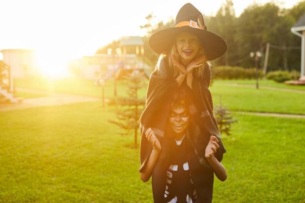Enfants ludiques à l'halloween