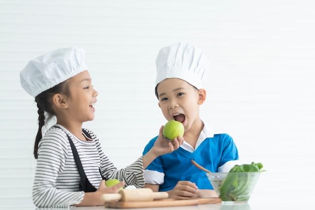 Les enfants profitent des cours de cuisine