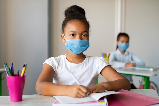 Les enfants retournent à l'école en temps de pandémie