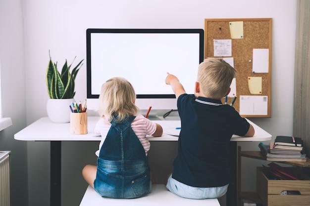 Enfants et technologies informatiques développement ou divertissement de l'apprentissage en ligne des enfants