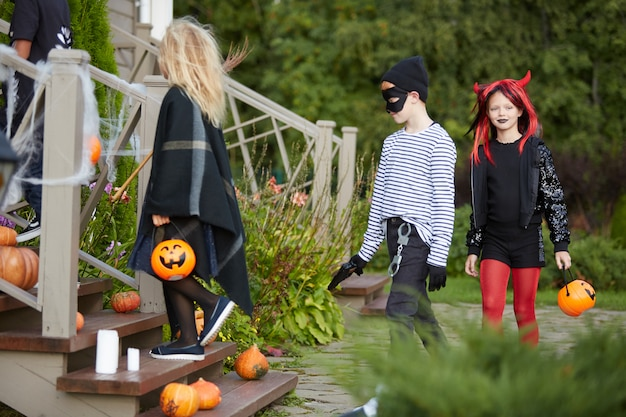 Enfants tromper ou traiter halloween