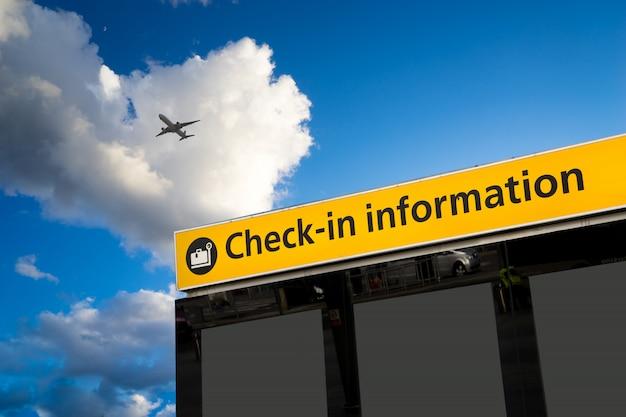 Enregistrement, signe de départ et d'arrivée de l'aéroport