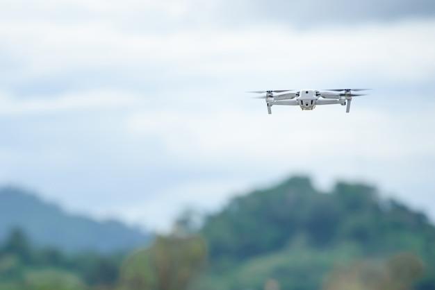 Enregistrement vidéo avec un avion drone à l'aide de drones vidéo