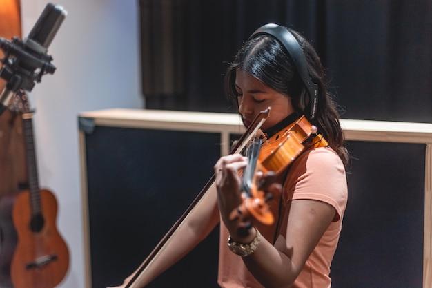 Enregistrement de violoniste dans l'enregistrement de musicien de studio d'enregistrement