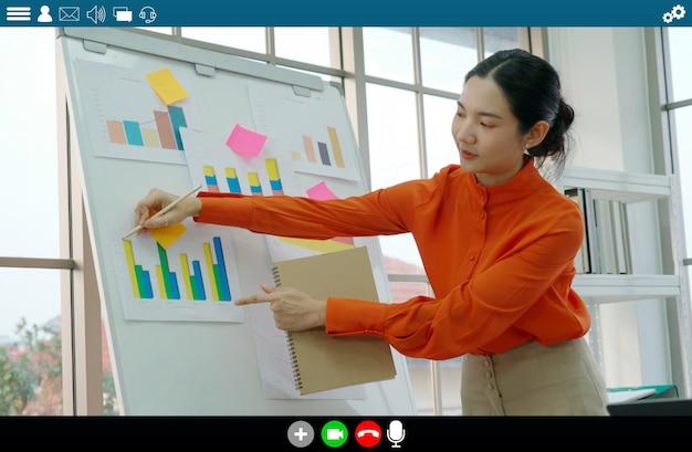 Un enseignant donne une leçon sur l'apprentissage en ligne et l'application d'éducation en ligne pour un étudiant à distance