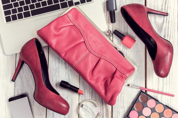 Ensemble d'accessoires et de gadgets pour femmes