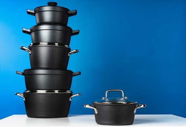 Ensemble de batterie de cuisine noire