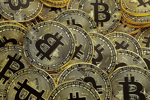 Ensemble de bitcoins dorés
