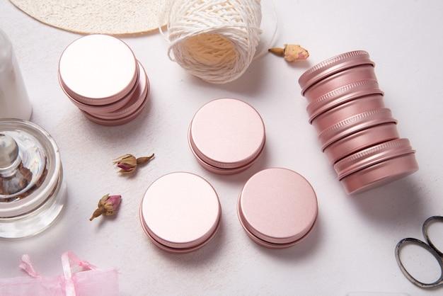 Ensemble de boîte en métal et en plastique pour l'emballage cosmétique