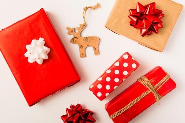 Ensemble de boîtes à cadeaux en papier kraft et cerf d'ornement