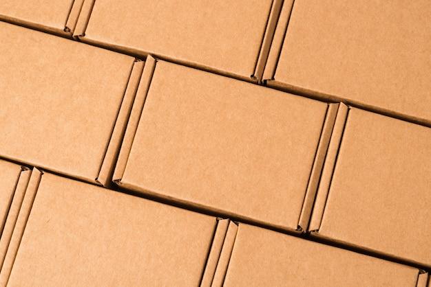 Ensemble de boîtes en carton brun, texturé, fond