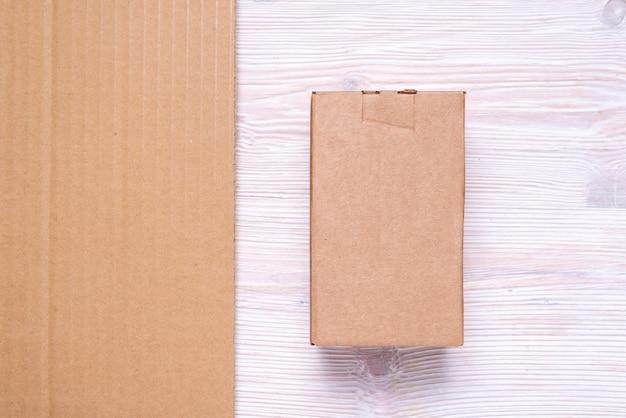 Ensemble de boîtes en carton et carton ondulé