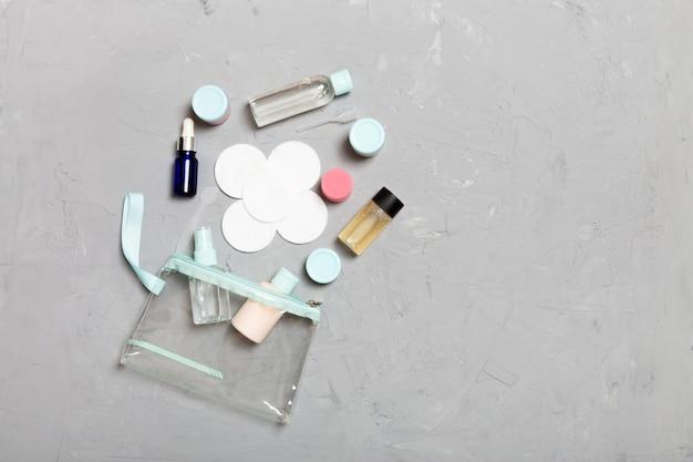 Ensemble de bouteilles cosmétiques taille voyage