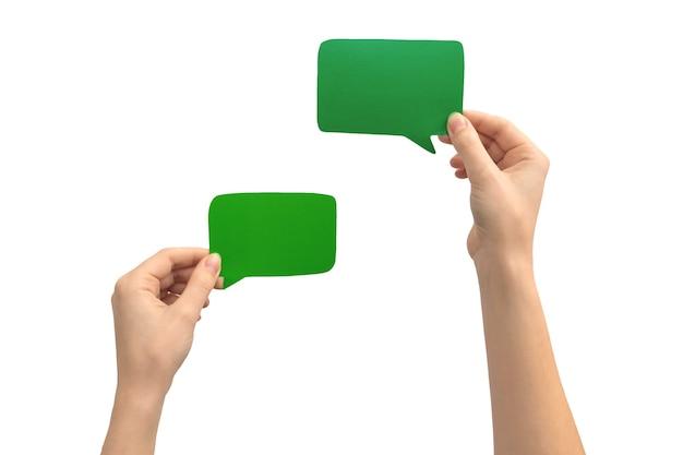 Ensemble de bulle verte dans les mains, isolé sur fond blanc. photo de boîte de message texte en carton vide vide