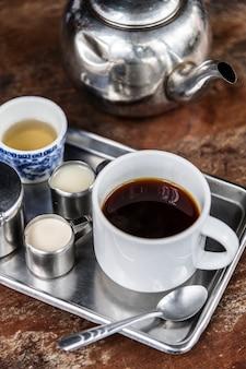 Ensemble de café asiatique de style ancien