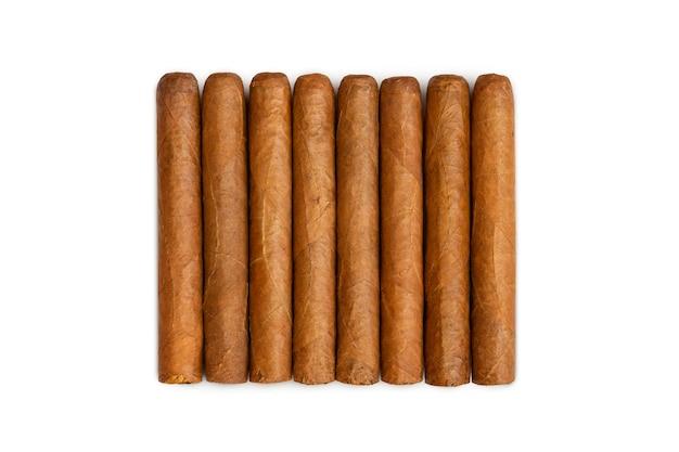 Ensemble de cigares de la havane isolé sur blanc. de vrais cigares cubains chers.