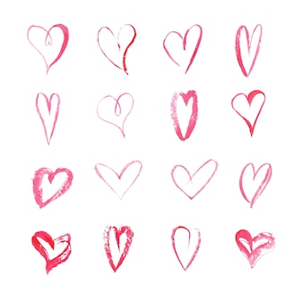 Ensemble de coeurs dessinés à la main à l'aquarelle sur une surface blanche. collection d'icônes de style croquis