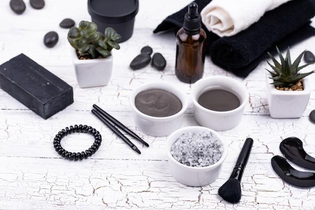 Ensemble de cosmétiques détox au charbon de bois noir