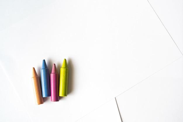 Ensemble de crayons colorés pour enfants
