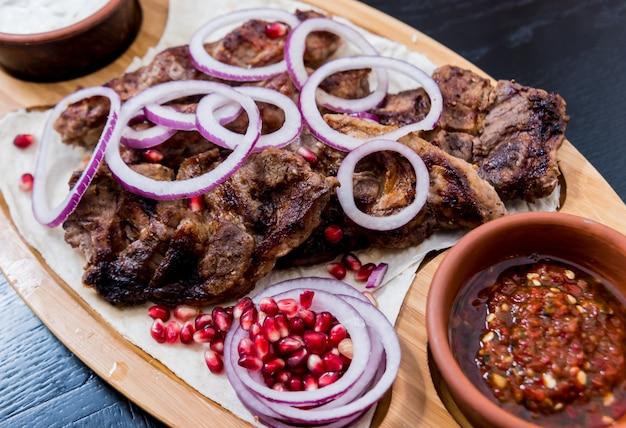 Ensemble de cuisine géorgienne. restaurant géorgien.