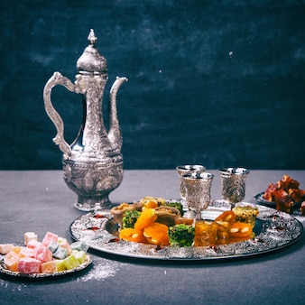 Ensemble de desserts orientaux traditionnels assortis
