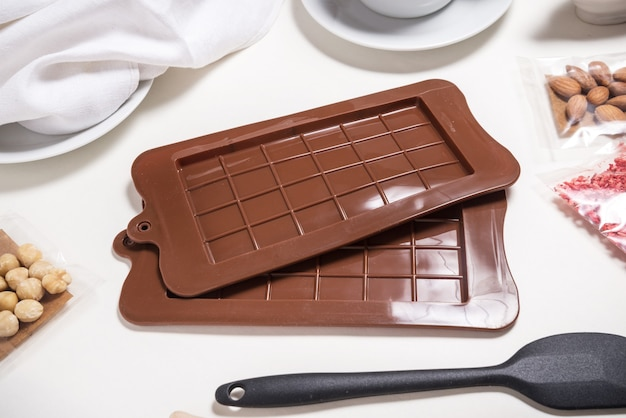Ensemble de deux moules à chocolat, silicone marron