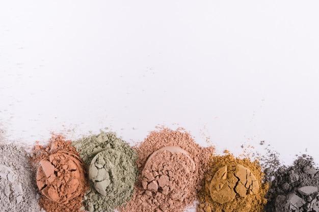 Ensemble de différentes poudres de boue d'argile cosmétique