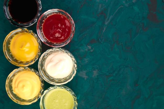 Ensemble de différentes sauces.