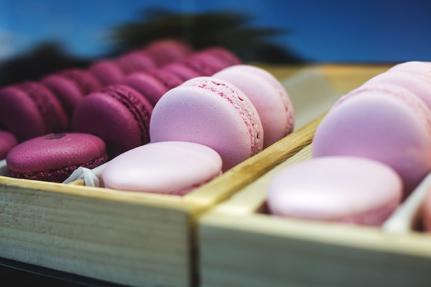 Ensemble de différents macarons de biscuits français