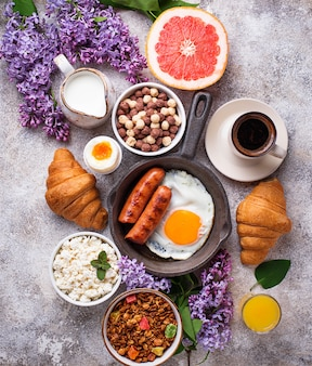Ensemble de divers petits déjeuners sains