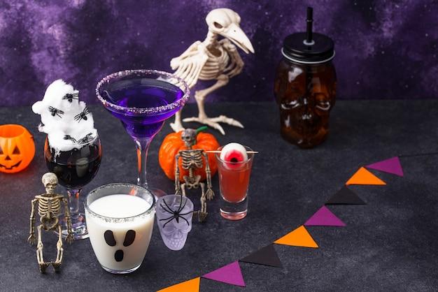 Ensemble de diverses boissons d'halloween