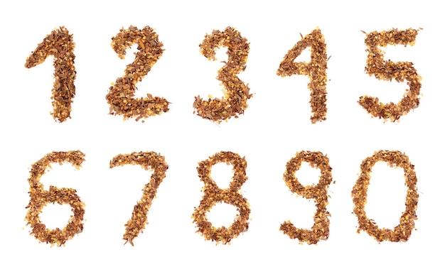 Un ensemble de dix nombres créés avec des feuilles sur blanc