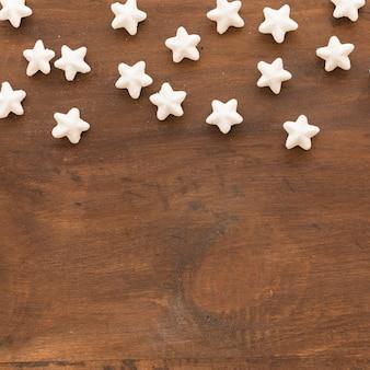 Ensemble d'étoiles blanches décoratives