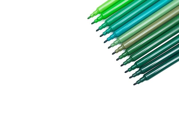 Ensemble de feutres de couleur verte pour le dessin