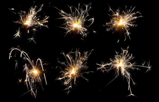 Ensemble de feux de bengale sur fond noir isolé des étincelles de feux de bengale brûlants