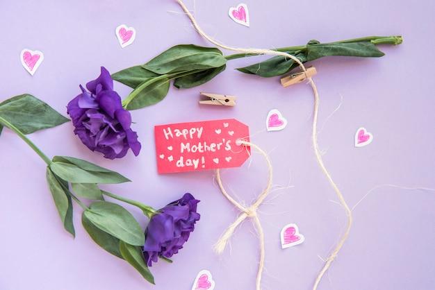 Ensemble de fleurs avec étiquette pour la fête des mères