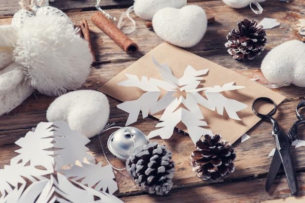 Ensemble de flocons de neige pour des cadeaux de noël