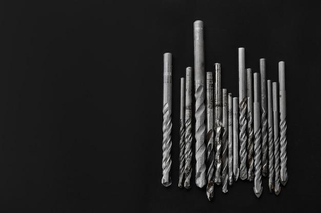 Ensemble de foreurs. instrument professionnel, équipement de construction, outils de forage, perceuses à céramique et à béton