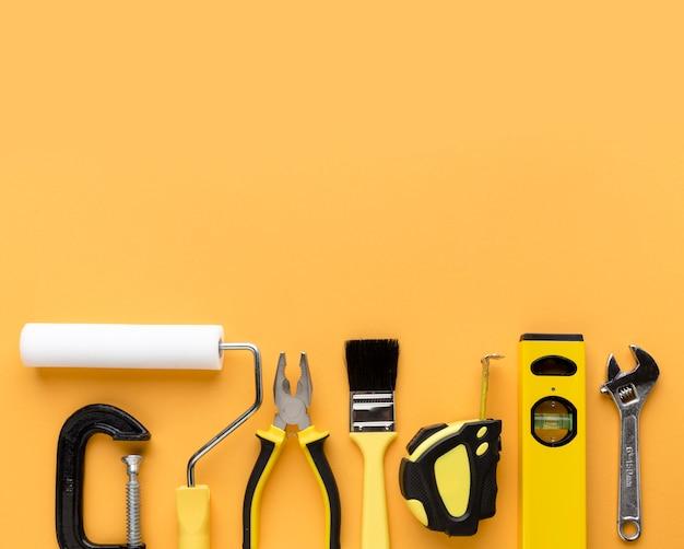 Ensemble de fournitures d'outils de réparation avec copie espace plat