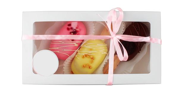 Ensemble de gâteaux dans une boîte