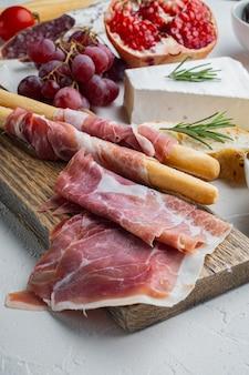 Ensemble de hamon antipasti italien, sur fond blanc