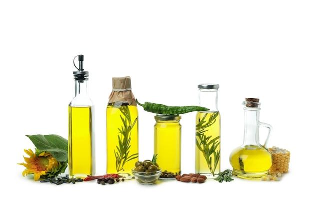Ensemble d'huiles différentes isolé sur fond blanc