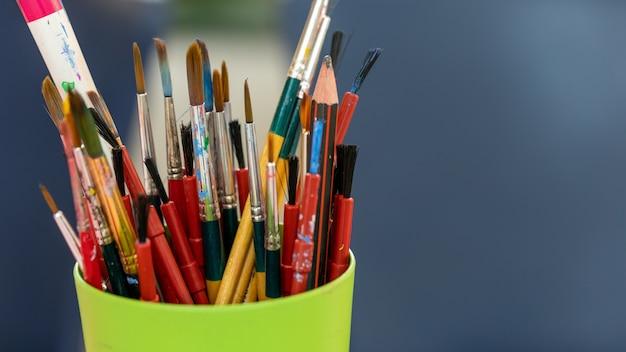 Ensemble d'instrument de dessin d'art