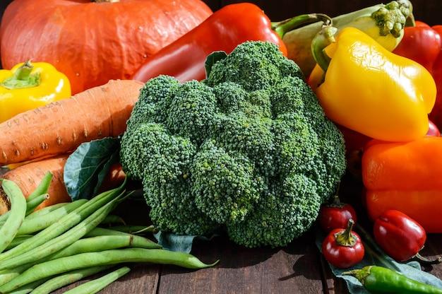 Ensemble de légumes pour la préparation de repas sains gros plan