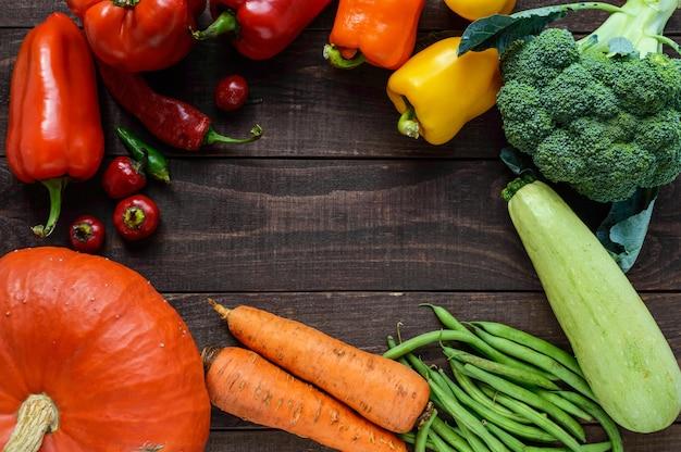 Ensemble de légumes pour la préparation de repas sains la vue de dessus