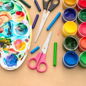 Un ensemble de matériaux pour la créativité et le dessin