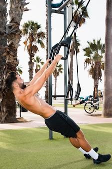 Ensemble de matinées d'exercices dans le parc