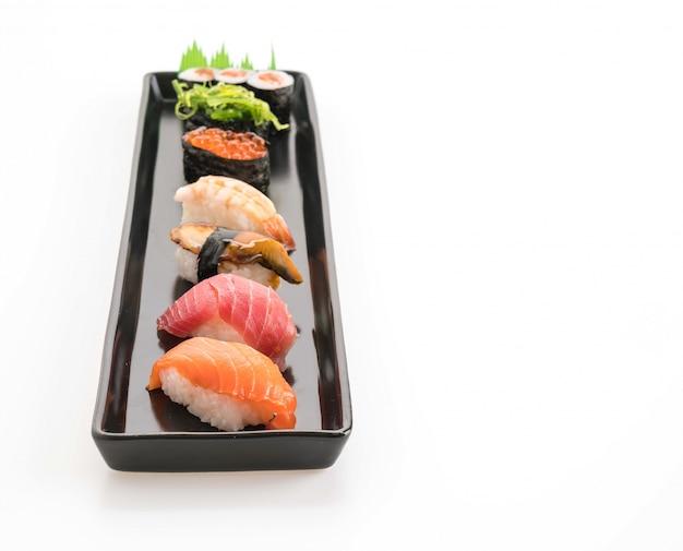 Ensemble mélangé de sushis - nourriture japonaise