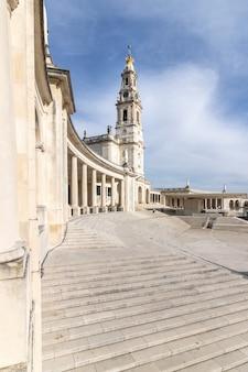 Ensemble monumental du sanctuaire et de la basilique de notre dame de fatima.