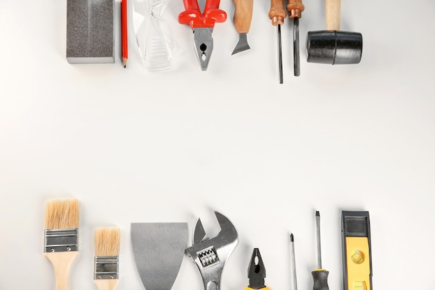 Ensemble d'outils sur blanc
